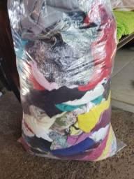 Saco de roupas com 110 peças 40 reais
