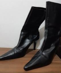 Título do anúncio: Bota preta de couro legítimo