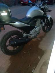 Título do anúncio: Vendo esta moto cb300r 2010