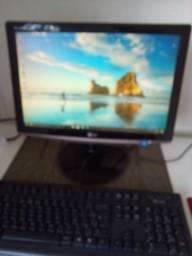 """Título do anúncio: Cpu Itautec 2 gb ram 320 hd+monitor Lg de 19.5"""""""