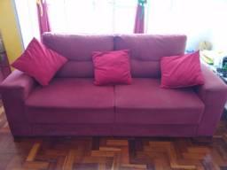 Título do anúncio: Sofá na cor vinho  5 lugares com almofadas e cortinas.