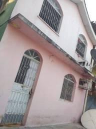 Casa com dois pisos , sendo uma quitinete embaixo