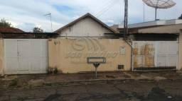 Casa à venda com 3 dormitórios em Centro, Jaboticabal cod:V3897