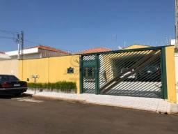 Casa à venda com 3 dormitórios em Centro, Jaboticabal cod:V3320
