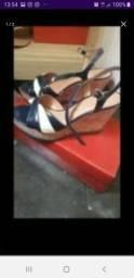 Duas sandália vizzano bem conservada