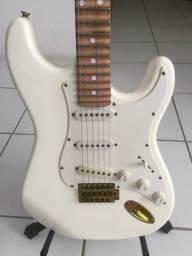 Guitarra branca Michael