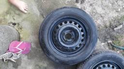 3 pneus 14 com aros