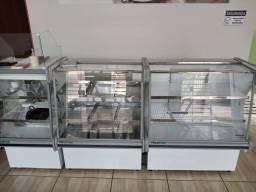 Balcões:refrigerado,quente e caixa
