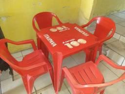 Título do anúncio: Cadeiras e mesas bem conservadas