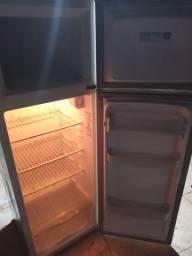 Título do anúncio: Vendo geladeira duplex