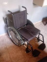 Título do anúncio: Cadeira de rodas quase zero
