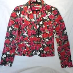Jaquetas femininas estampada e jeans