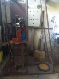 Perfuradora de poço semi artesiano