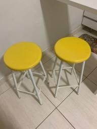 2 Banquetas branca e amarela