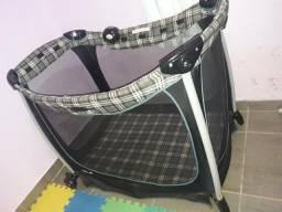 Vendo uma cadeira de alimentação. um berço móvel um bebê conforto