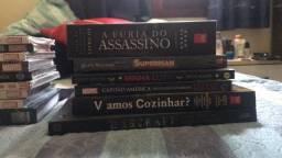 Vendo 27 livros, HQS e outros tipos