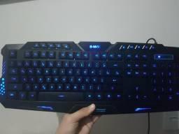 Teclado gamer BMAX com led 3 cores
