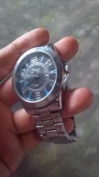 Relógio Condor apenas com leves riscos