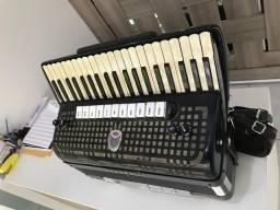 Acordeon Serenelli (fabricação Giuliette) Ressonância dupla , teclado perolado