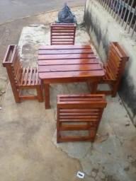 Vendo mesinha e cadeira enfantil
