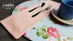 Sousplat rosa e azul claro - Decoração de mesa