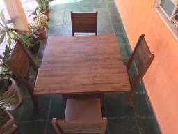 Mesa em MDF com 4 cadeiras