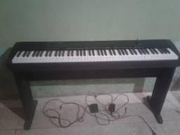 Vendo Piano Digital 88 teclas Casio CDP-135 + Suporte
