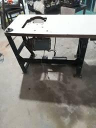 Vende uma mesa de máquina de costura