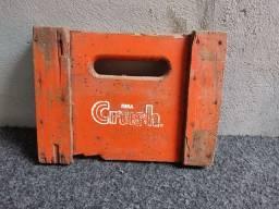 Pedaço de caixa de Crush antigo adaptado para virar um quadro