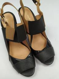 Sandália preta de couro n 35