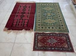 Título do anúncio: Vendo 03 tapetes imitação persa
