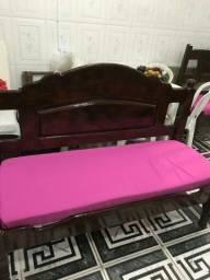 Título do anúncio: vendo sofá de madeira e mesa de centro de madeira