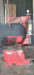 Máquina montar/desmontar pneus