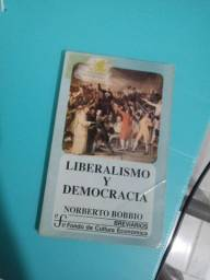 Livro de Direito - Norberto Bobbio - em espanhol