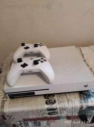 Título do anúncio: Xbox One S, 500GB 2 controle 6 jogos