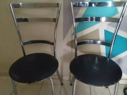 2 cadeiras em bom estado