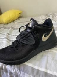 Tênis Nike Kyrie Flytrap III