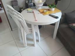 Título do anúncio: Mesa redonda plástico 4 cadeiras semi-nova