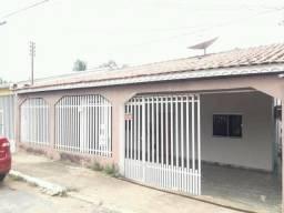 Casa com 3 vagas de garagem em perfeita localização no tijucal setor 2