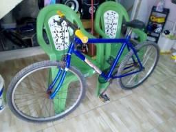 Bike ainda de loja mais bem boa