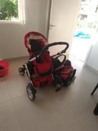 Carrinho de bebê com bebê conforto Britax