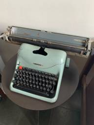 Máquina Olivetti Lexikon 80 - Funcionando