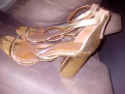 Sandália dourada Carrano
