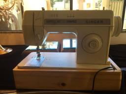 Máquina de costura reta com Zig Zague