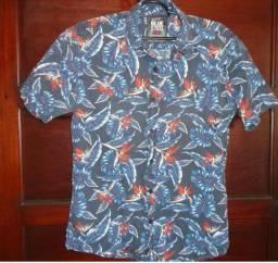 Camisa masculina estampa de hibiscos