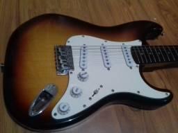 Título do anúncio: guitarra eagle, troco por violão eletrico.