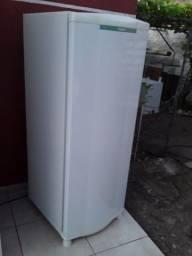 Título do anúncio: geladeira  consul gelo seco bem conservada 390.00