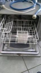 Máquina de lavar louça, acompanha um sabão próprio