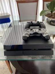 PS4 c/ 2 controles Muito Bem Conservado