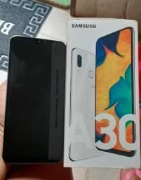 Vende-se um telefone A30 na caixa